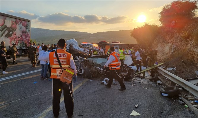 5 Tote bei Busunfall im Norden Israels [Video]